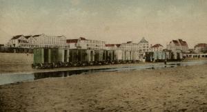 Badkoetsen aan het Noordwijkse strand (bron: Dorine van Hoogstraten)