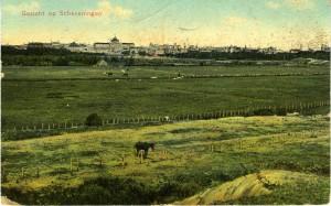 Het afgezande duin aan de voet van het paraboolduin. In de verte is het Kurhaus zichtbaar. ca 1910