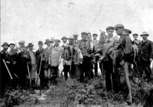Na een jachtpartij op konijn en fazant ca 1930
