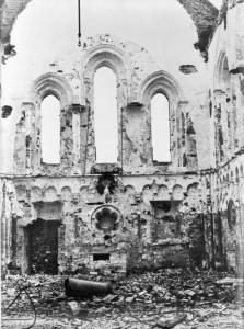 Oorlogsschade aan de Nederlands Hervormde kerk van Termunten, 1945. Bron: RCE