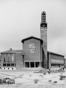 Het stadhuis van Vlissingen werd naar ontwerp van het bureau van Dirk Roosenburg in 1964 opgeleverd. Bron: DvH