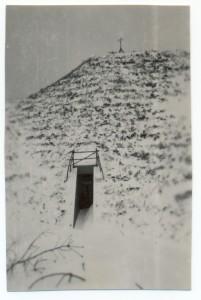 De kluis in Heemskerk, gefotografeerd door J. van Buuren in de strenge winter van 1941/1942. (foto E. Minder-van Buuren)