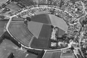 Luchtfoto Burgh op Schouwen vanuit het noordoosten, 1977 (bron: RCE)