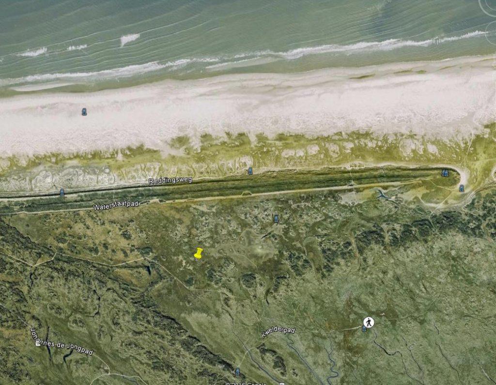 De Strandvlakte met ligging van het proefvlak. Rechtsboven is het gat in de stuifdijk te zien.