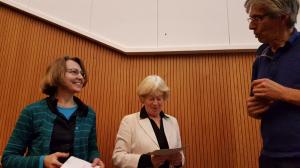 Gedeelde prijswinnaars 2016. Links Titia Zonneveld, midden Marga Cousel. Foto Laurens Sparrius
